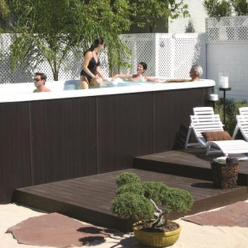 Hot tub in back yard
