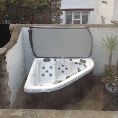 Corner hot tub installation