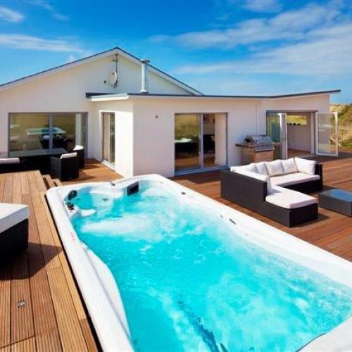 Sunken spa at holiday cottage