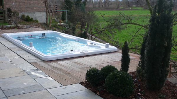 Hot tub raised over looking a lawn